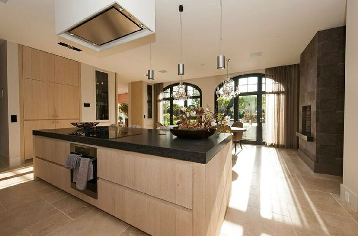 Eiland met kookplaat in het midden van de keuken is leuk idee hout veel te licht van kleur - In het midden eiland grootte ...