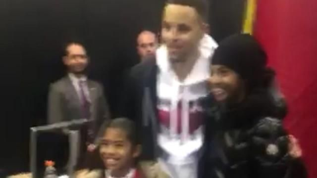 Even Kobe Bryant's daughters want to take a picture with Stephen Curry