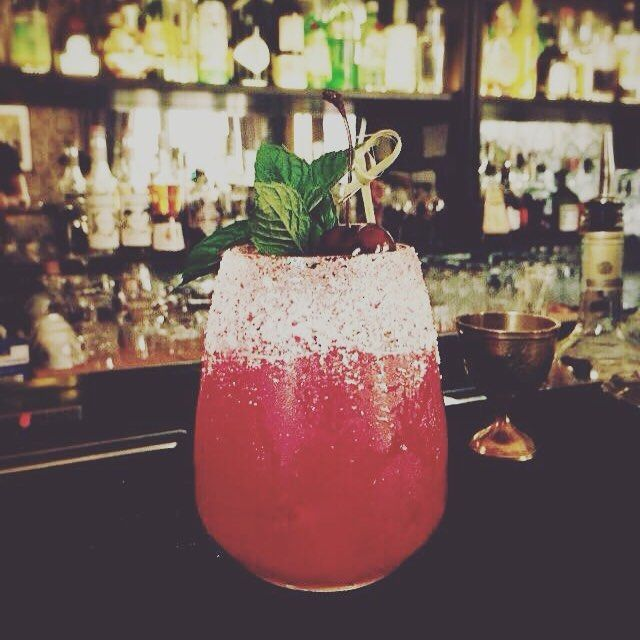 #cocktailinfluencer #influencer #ape #mixology #rosso #red #passion #aperitivi #bar #barman #barman2 #campari #mint #tassoni by michele_ferruccio