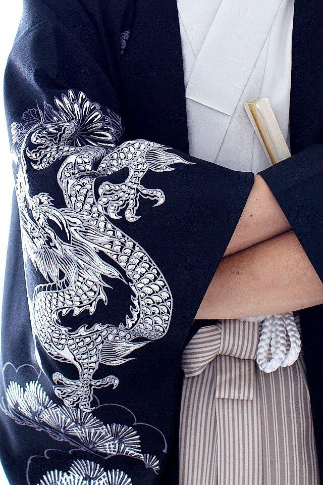 Male kimono with dragon motif. So cool! *.*
