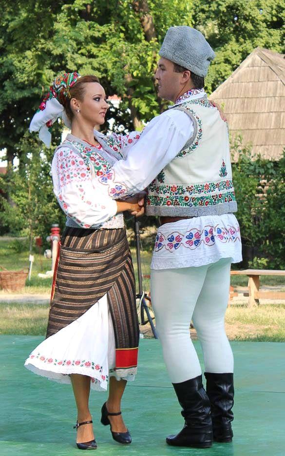 romanian couple dance romanians traditional costume nationale romanesti
