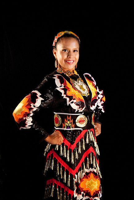 jingle dress regalia designs | Jingle dancer Elishia Lahr (Navajo) wears a traditional jingle dress ...