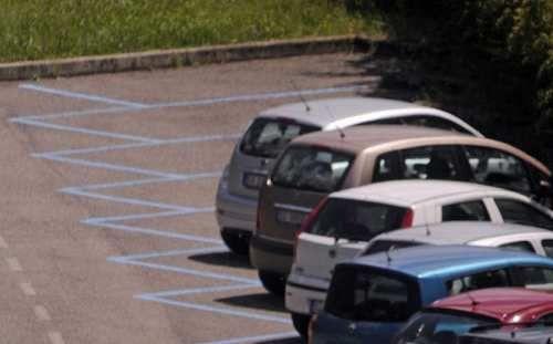 Attualià: #Strisce #blu #gratuite: se il parchimetro non accetta il bancomat (link: http://ift.tt/2mn7T2B )