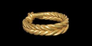 Viking Gold Double-Twist Magic Ring