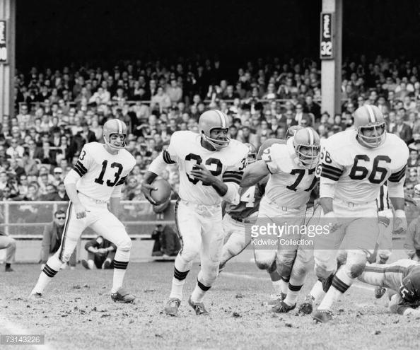 Dick Schafrath Cleveland Browns | News Photo: Runningback Jim Brown of the Cleveland Browns runs…