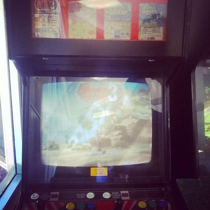 By digitaldustgaming: Found this gem at the local laundromat!! #neogeo #oldschool #classic #metalslug #samuraishowdown #worldheroes #arcade #gamer #gaming #retrogaminglife #retro #arcade #micrhobbit