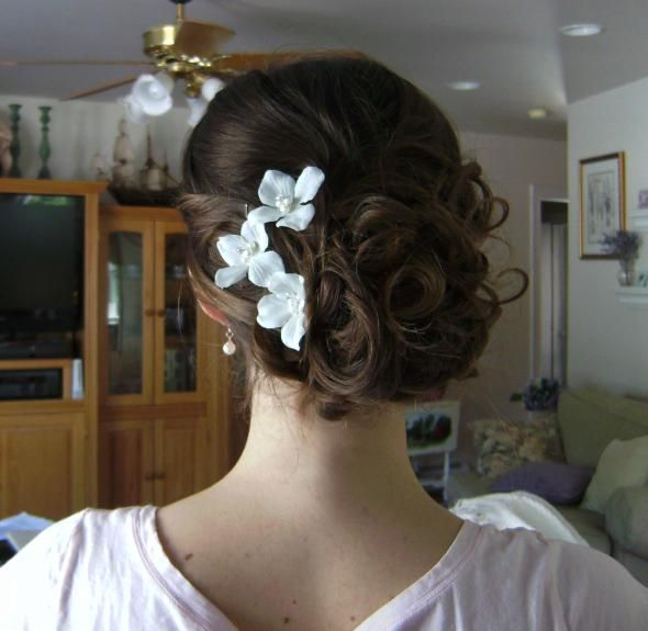low side bun wedding hair    *more volume for bun, but love the small flowers... Crys, I dont have a dress but do have a hair do! lol