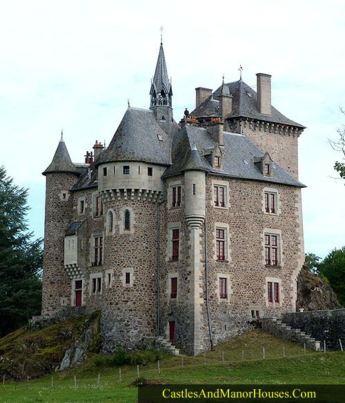 Château fort de Couzan, 15240 Vebret, Antignac, Cantal, Auvergne, France... http://www.castlesandmanorhouses.com/photos.htm .... 15th Century. Privately owned. Inscrit on the inventaire supplémentaire des Monuments Historiques since 1994.