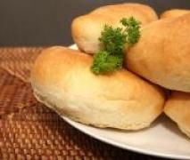 Easy Peasy - The Bestest Bread Rolls Ever