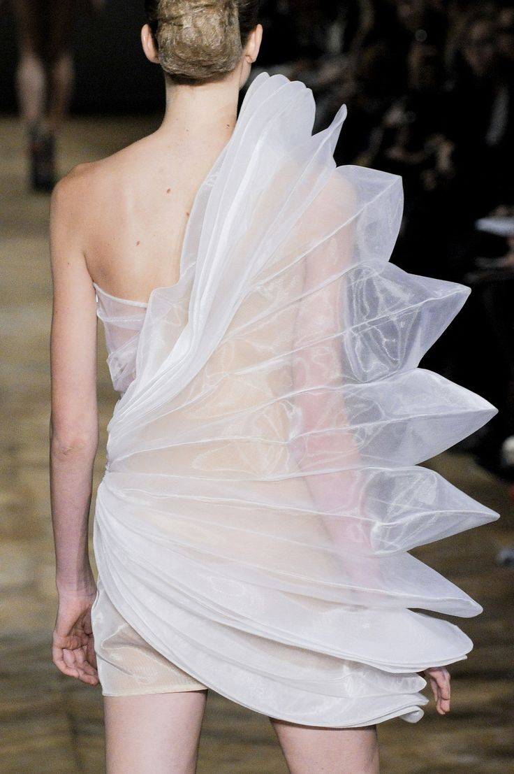 Sculptural Fashion - 3D pleated petal dress; transparency; artistic fashion // Amaya Arzuaga Spring 2011