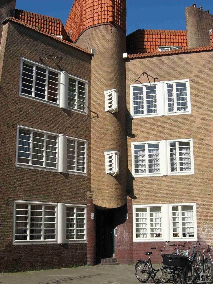 Laddervensters in de Burgemeester Tellegenstraat, Amsterdam-Zuid. Bouwstijl Amsterdamse School.
