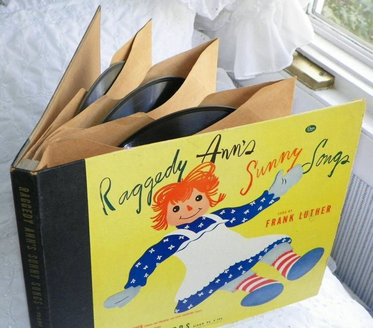 SALE: Raggedy Ann's Sunny Songs - pair of 78rpm Albums - Frank Luther - Vintage