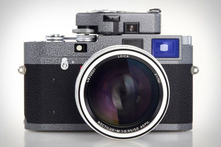 Created to celebrate the 25th anniversary of the company's official shop in Vienna, the Leica Hammertone M-A Camera