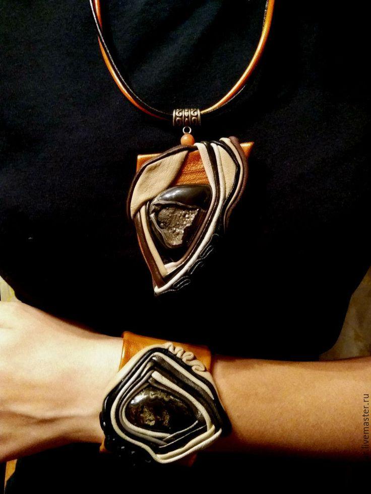 Купить Комплект украшений из кожи- Прекрасная реальность. - оранжевый, комплект украшений, комплект, кулон
