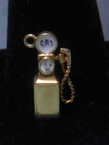 RARE-1920S-ENAMELED-14K-GOLD-GAS-PUMP-CHARM