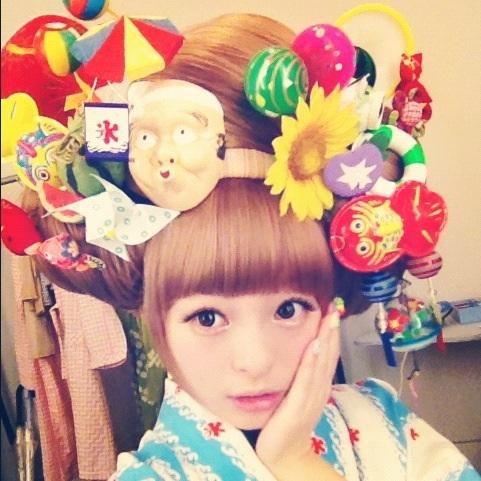 """Hair with a heap of summer""  original tweet #kyary Pamyu Pamyu #kawaii #harajyuku #japan #きゃりーぱみゅぱみゅ"