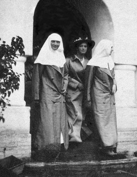 Olga and Tatiana in their nurses' uniforms with Maria