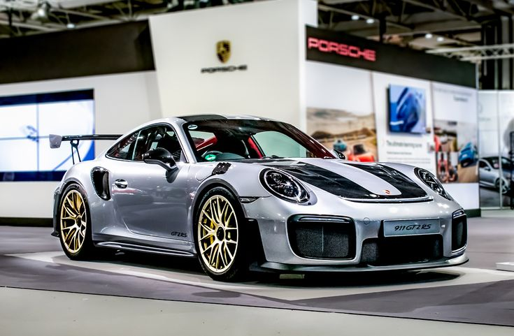 The Porsche 911 GT2 RS. Perfection. • After ➡️ Before • #porsche #911 #porsche911 #991 #gt2rs #turbo #widowmaker #lightroom #automotivephotography #carphotography #nikond3400 #2018