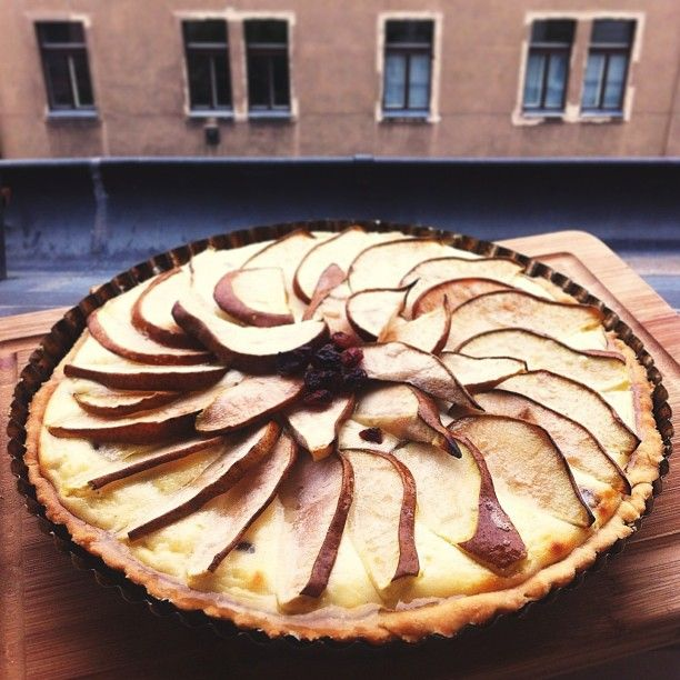 RECIPE http://silvieetiplicova.tumblr.com/post/59037935584/recept-tvarohovy-kolac-s-hruskami