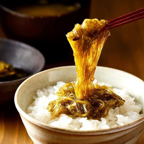 納豆のような粘りが特徴ながごめ納豆昆布とがごめ昆布100%で作ったがごめとろろ昆布のセットです。ご飯の上にのせてお召し上がりいただくのはもちろんの事、味噌汁やうどん、そば等のさまざまな料理にお使いいただけます。