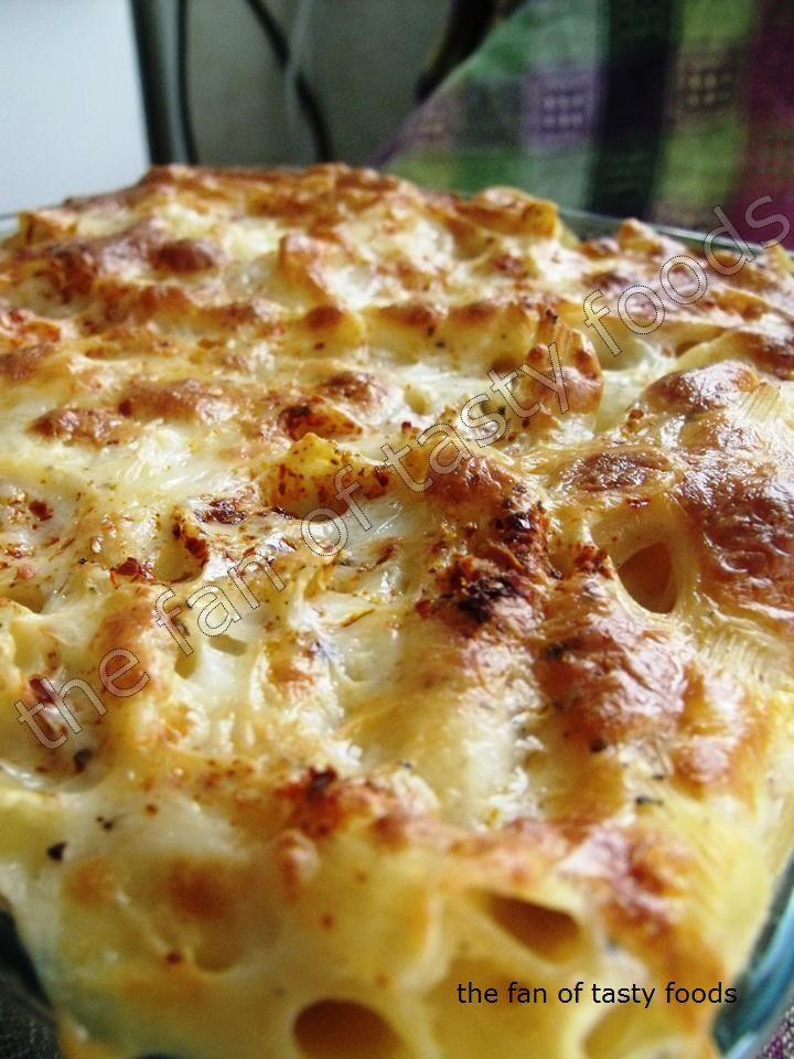 Malzemeleri ;(6-8 kişi için) * 1 paket fırın makarnası (500 gr) * 5 litre su * 50 gr tuz (1,5 yemek kaşığı) * beşamel sos (tarifi tıklayarak görün) * kaşar peyniri rendesi (tercihen mozarella) * 1 ...