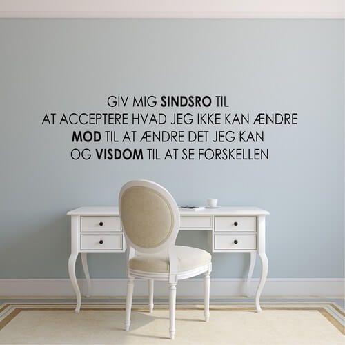 Wallsticker med tekst sindsro mod og visdom