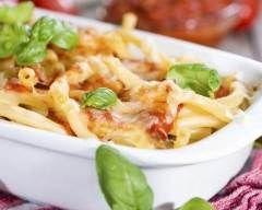 Gratin de macaroni à la bolognaise : http://www.cuisineaz.com/recettes/gratin-de-macaroni-a-la-bolognaise-33570.aspx