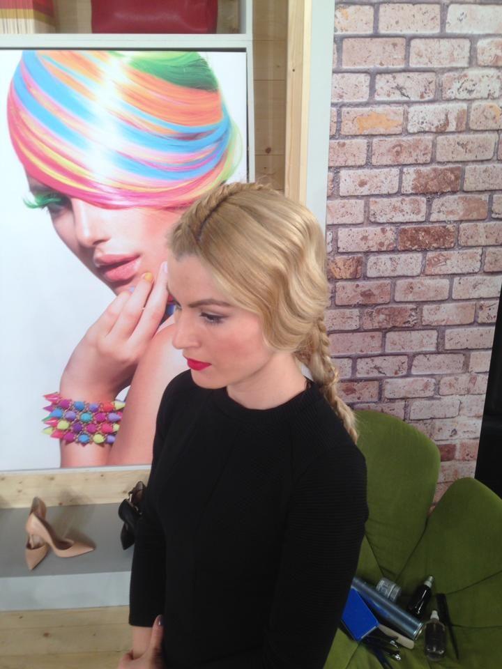 Δεν είναι και λίγοι οι λόγοι που οι περισσότερες γυναίκες προτιμούν τα ξανθά μαλλιά. #ξανθαμαλλια #χτενισματα