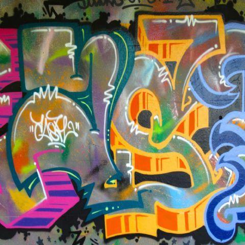 Vinyl Achtergrond 15 x 15m Graffiti 900  De Vinyl achtergronden zijn van duurzame kwaliteit vinyl met perfecte inktopname ze zijn zeer kleurecht en kennen bijna geen reflectie schijnen niet door en kreuken niet bij normaal gebruik. Door het lichte gewicht kunt u de achtergronden makkelijk ophangen en/of meenemen op locatie.  Toepassing  De achtergronden zijn niet alleen te gebruiken bij fotoshoots u kunt ze namelijk ook prima gebruiken als opvulling in uw winkel in uw etalage op uw…