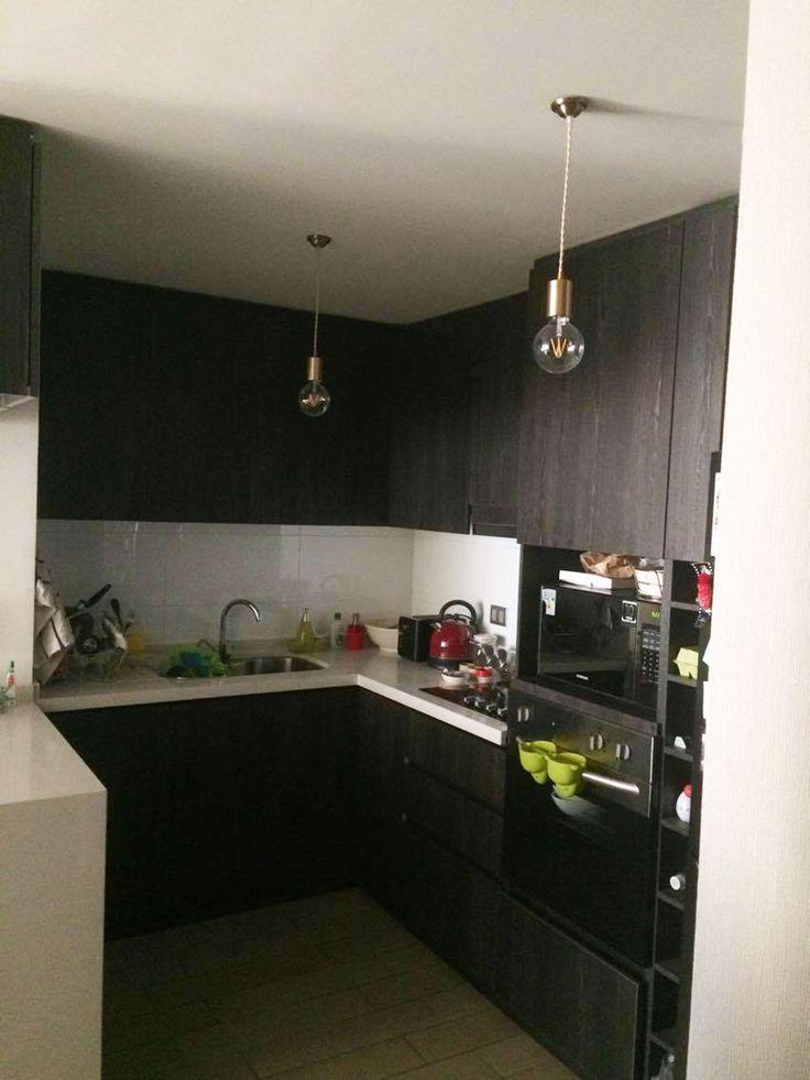 Necesitas iluminar tu cocina? Mira lo bien que se ven éstas colgantes que le dan un toque decorativo a ese espacio que tanto usas. Gracias @conyrojoa por mostrarnos tus lindas MED Bronce instaladas 👏🏻👏🏻👏🏻