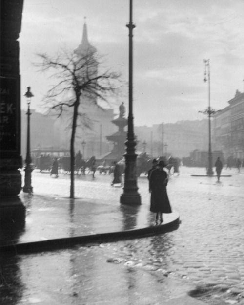 André Kertész, Spring Shower, Kalvin Ter, Budapest, 1921