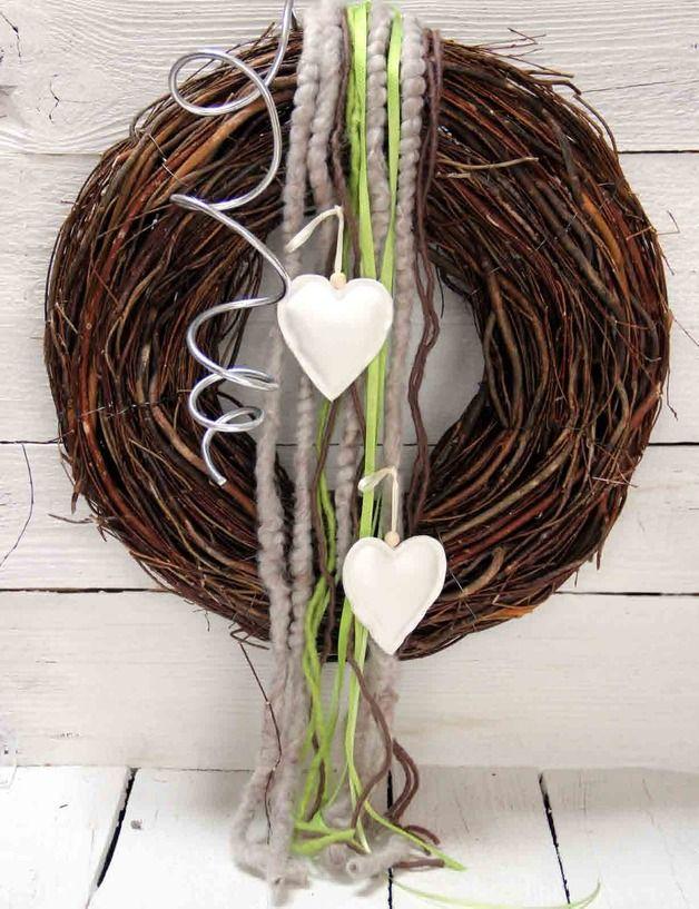 Die besten 17 ideen zu herz kranz auf pinterest valentinstag basteln valentinstag basteln und - Holzkranz dekorieren ...
