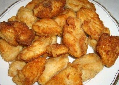 Курица в крахмальной панировке Филе курицы - 4 половинки (800 г). Маринад - по 1 ст. л.: мёд, горчица, лимонный сок, соевый соус, раст. масло + 1-2 зубчика чеснока раздавить и перец (чёрный, красный) по вкусу.