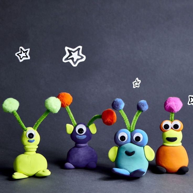 Let the kids make their own alien creatures with air dry clay. Learn how with this Camp Creativity Life on Pluto: Model Magic® Aliens project