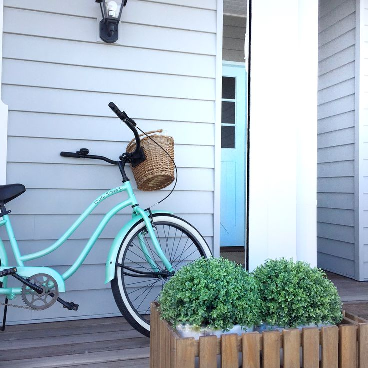 Idea: buy a bike that matches your door colour!  #the_beach_lounge