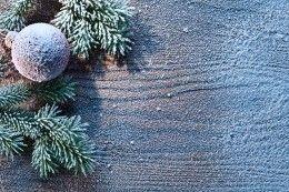 Обои Праздники Новый год Шарики Снег Ветки