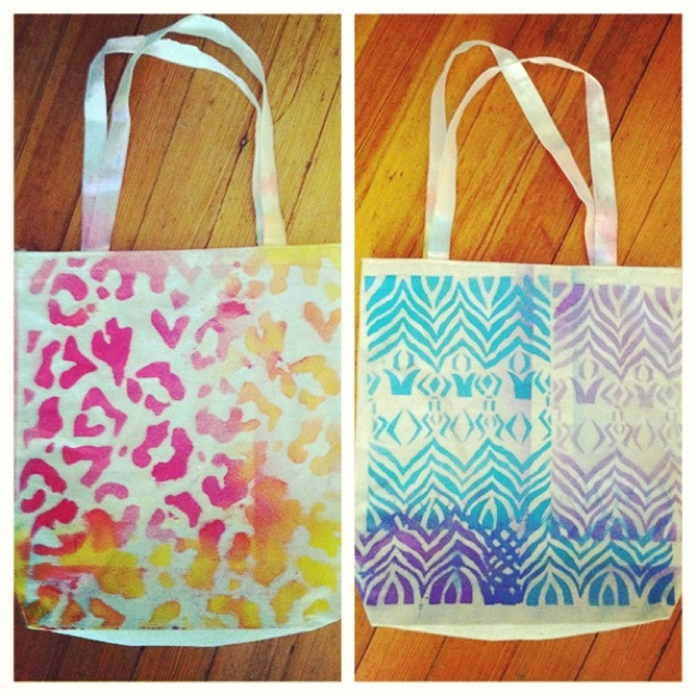 Diy Plain Canvas Tote Fabric Spray Paint Stencils Possibilities Are Endless She S Crafty Pinterest And