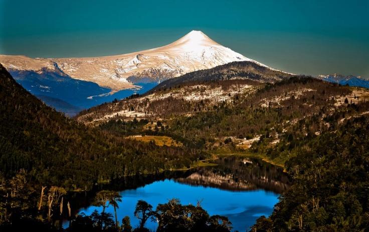 The beauty of the Araucania, Laguna Tinquilco & Volcano Villarrica, Ninth Region / CHILE    www.facebook.com/cochile