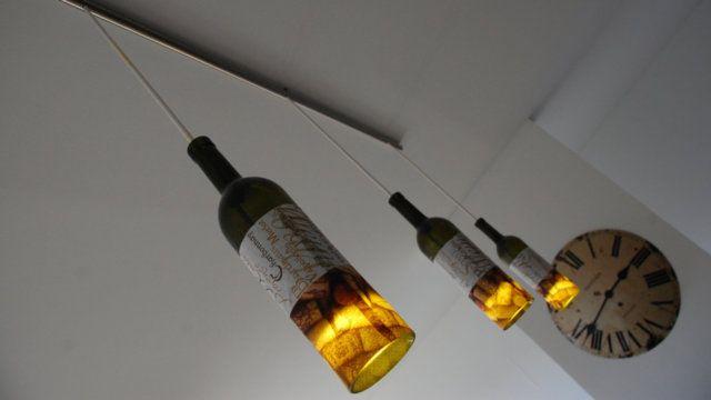 Náladové svietidlo: Stačili tri vínové fľaše, ktoré nechali u šikovného sklenára zrezať.
