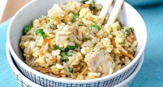 Smažená rýže s hráškem a kuřetem