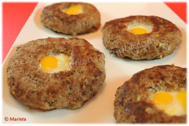 Yes, I Du-kan!: Hamburguesas rellenas de huevo frito