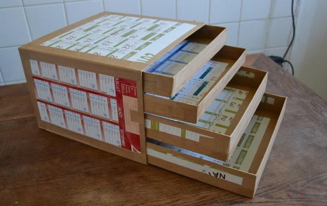 boite à tiroirs faite en carton. pour le rangement des tampons                                                                                                                                                                                 Plus