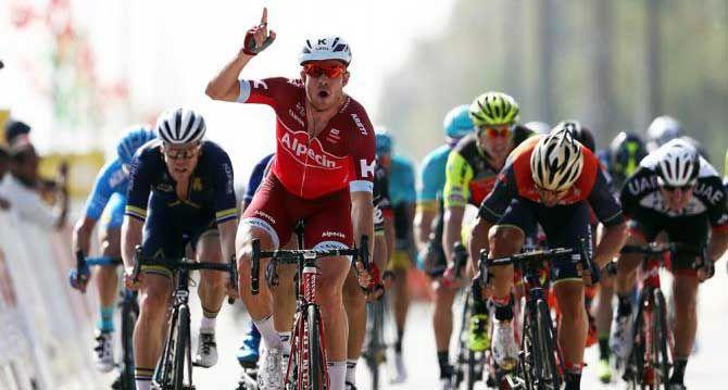 Alexander Kristoff (Katusha-Alpecin) venceu a primeira etapa do Tour de Oman pela segunda vez consecutiva com um sprint impressionante. O ciclista deixou para trás Kristian Sbaragli (Dimension Data) e Sonny Colbrelli (Bahrain-Merida) e garantiu a camisa de líder.   #bike #ciclismo #ciclismo de estrada #speed #tour de oman 2017