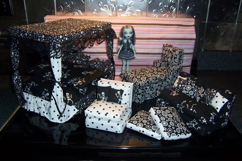 Monster High Houses for Sale   If your daughter would like to dress up their Monster High dolls, you ...