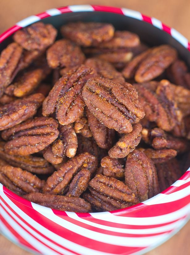 Easy Crock-Pot Cinnamon Pecans... These make GREAT holiday gifts - just throw everything into the slow cooker and let it do the work: http://chocolatecoveredkatie.com @choccoveredkt