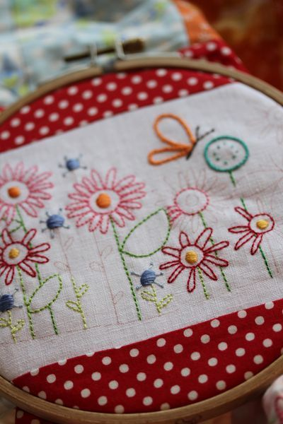 Stitchery pattern by Leanne Beasley. Would make a lovely panel on a cushion,