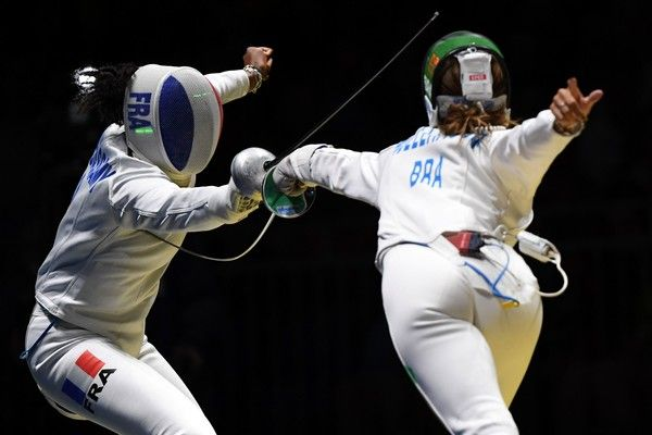 France's Marie-Florence Candassamy (L) competes against Brazil's Nathalie Moellhausen during their womens individual epee qualifying bout as part of the fencing event of the Rio 2016 Olympic Games, on August 6, 2016, at the Carioca Arena 3, in Rio de Janeiro.. / AFP / Kirill KUDRYAVTSEV