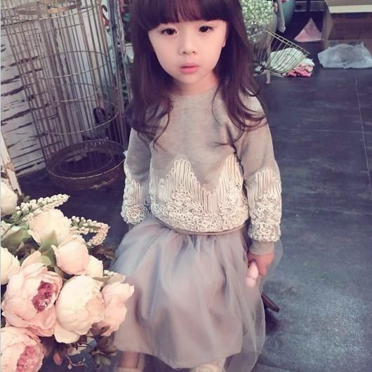 17.81$  Buy here - http://aliui7.shopchina.info/1/go.php?t=32506323343 - new2015 autumn winter baby princess suit lace pullovers+mesh skirts 2pcs girls christmas pajamas for 2~7age children clothes set  #buychinaproducts