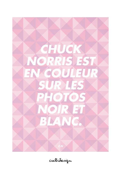 Chuck norris est en couleur sur les photos noir et blanc. // C.N