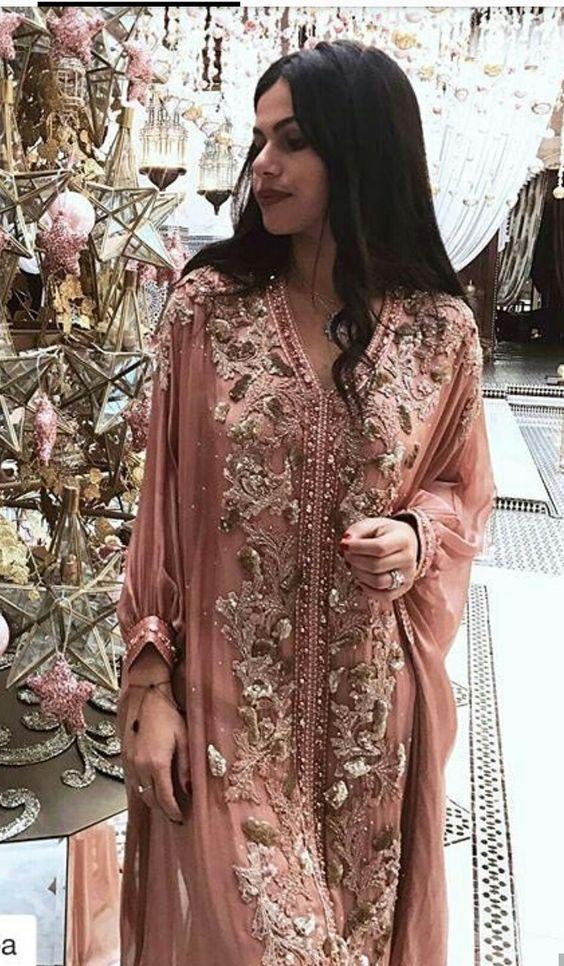 Robe Dubai rose avec manches